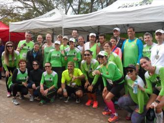 grupo-de-corrida-na-maratona-de-poa
