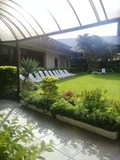 Área de lazer e banho de sol do Clube