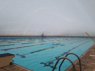 Piscina Olímpica com a cobertura inflável (bolha) colocada na baixa temporada.